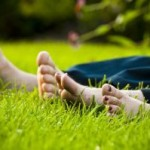1075971_toes_in_the_grass
