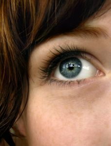 dívčí oči