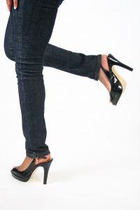 dívčí nohy